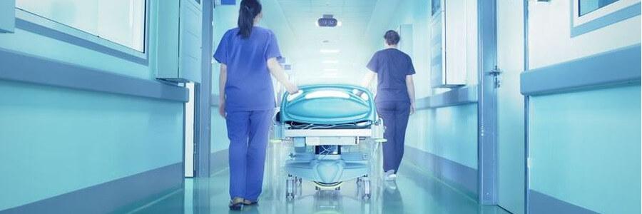 Arzt nimmt Vorteil Patient